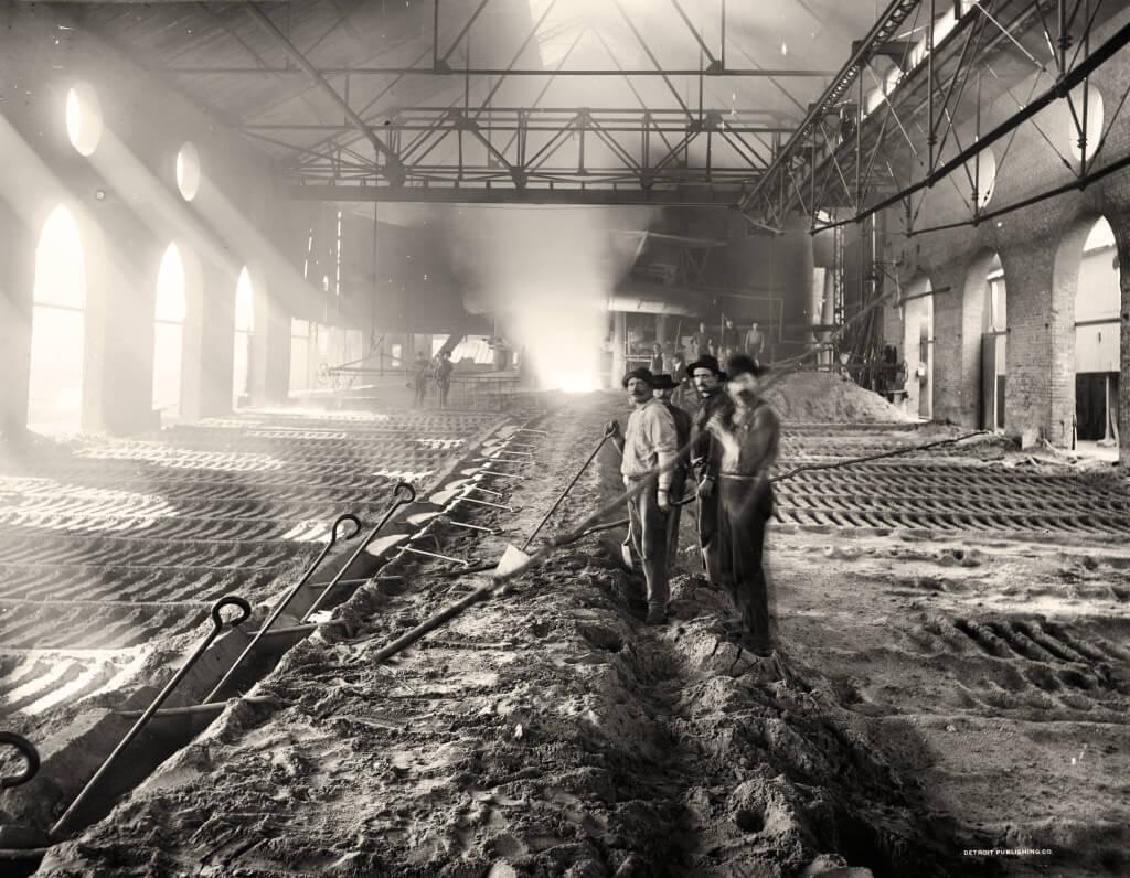 Casting_pig_iron,_Iroquois_smelter,_Chicago
