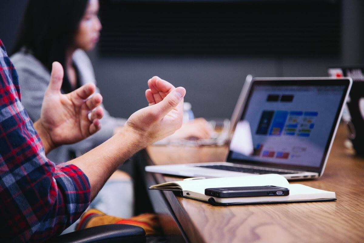 sales-prospecting- techniques--client-meeting