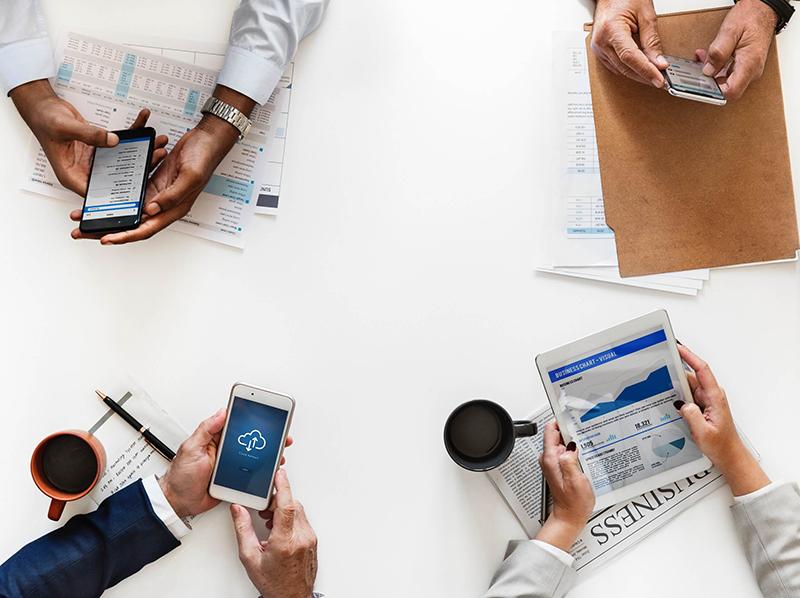 best-mobile-crm-apps--team-meeting