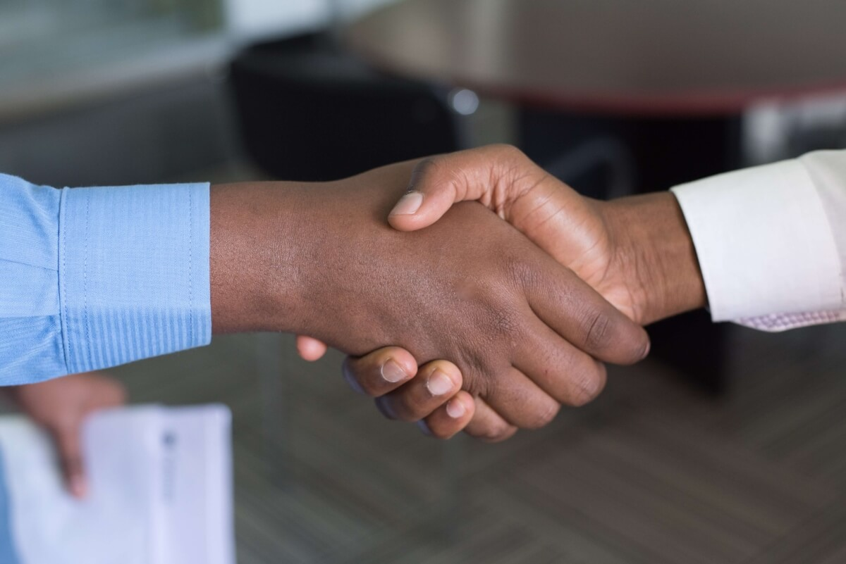 sales-prospecting--handshake